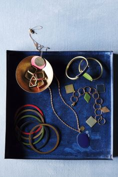Make your own custom enameled jewelry with this tutorial.