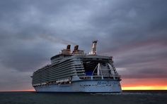 The Harmony of the Seas cruise ship leaves the STX shipyard of Saint-Nazaire, western France, for a three-day offshore test, on March 2016 Biggest Cruise Ship, Harmony Of The Seas, Cruise Reviews, Sailing Adventures, Cruise Travel, Cruise Trips, Family Cruise, Set Sail, Royal Caribbean
