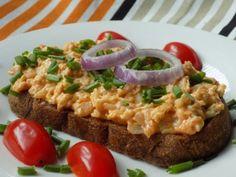 Hermelínová pomazánka na topinky Risotto, Hamburger, Treats, Ethnic Recipes, Food, Goodies, Hamburgers, Hoods, Meals