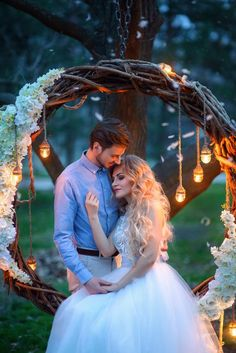 Wedding Photograph Poses Simple wedding dress whis off-white lace pale blue tulle Pre Wedding Poses, Wedding Couple Poses Photography, Pre Wedding Photoshoot, Wedding Couples, Pre Wedding Shoot Ideas, Outdoor Wedding Decorations, Simple Weddings, Marie, Dream Wedding