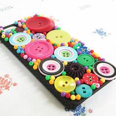 collection No.00052iPhoneケース 5/5S用ボタンとビーズでケースを飾ってみました。※パーツの交換修復は送料無料でさせていただきます。...|ハンドメイド、手作り、手仕事品の通販・販売・購入ならCreema。