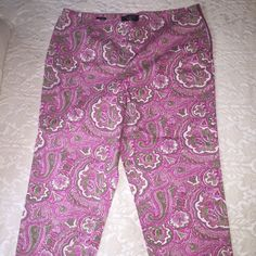 TALBOTS Pink Paisley Capri NWT Pink paisley Capri pants, side zip. Brand new, never worn. Got these on clearance, as you can see by the tag. Originally sold for $69.00 All offers considered ☺️ Talbots Pants Capris