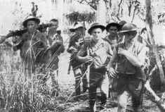 A group of Australian soldiers seen on a level section of the Kokoda Trail during Military Photos, Military History, Ww2 History, Us Marines, Anzac Day, Lest We Forget, Modern History, Vietnam War, Papua New Guinea