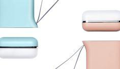 블루와 핑크 색상의 케틀디자인 배터리팩과 뚜껑이 닫힌 USB LED 라이트가 확대된 모습