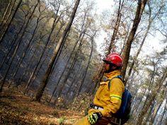 Combatiendo Incendio en Sierra de Santiago, NL.  Guantes Ringers Gloves en acción.  EMS Mexico  Equipando a los Profesionales