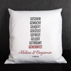 personalisierbares Kissen mit kurzer Lovestory als persönliches Geschenk zur Hochzeit   geschenke-online.de