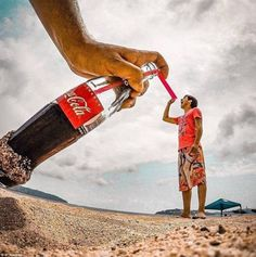 Fotos creativas que debes intentar con tus amigos Fotos creativas que debes intentar con tus amigos - Beach Fighter! Beach pics with friends amazing and super funtastic 85 30 Forced Perspective Photography Ideas You Need To Steal! Illusion Fotografie, Forced Perspective Photography, Foto Instagram, Instagram Posts, Monster Photos, Outdoor Couple, Proposal Photos, Jamaica Vacation, Street Portrait