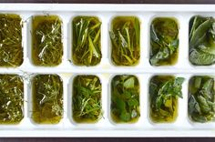 Kitchen tip: freeze and preserve fresh herbs in olive oil. Pesto, strawberry puree, tomato soup -- stash them away now for colder times! A handful of fresh herbs from the garden, is one of the simples things to preserve in the freezer Freezing Fresh Herbs, Preserve Fresh Herbs, Freeze Herbs, Freeze Drying, Cooking Tips, Cooking Recipes, Vegan Recipes, Antipasto, Canning Recipes