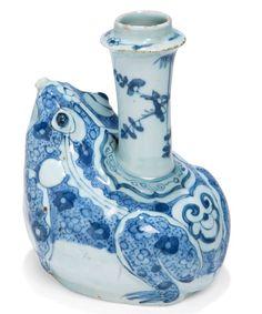 Kendi en forme de crapaud en porcelaine décorée en bleu sous couverte, Chine, Epoque Wanli (1573 - 1620). Photo MILLON ET ASSOCIÉS