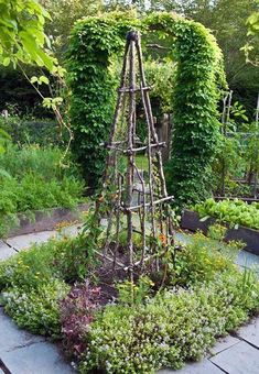 30 Garden Projects using Sticks Twigs All kinds of gardening ideas including obelisks trellises gates plant supports and a birdhouse lovelygreens gardendiy Garden Trellis, Garden Beds, Garden Edger, Plant Trellis, Obelisk Trellis, Diy Trellis, Potager Garden, Beautiful Flowers Garden, Beautiful Gardens