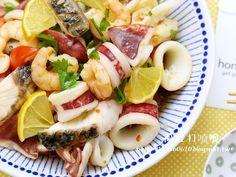 Thai lemon seafood salad 天氣漸漸轉熱,檸檬可是好用的食材,拌入海鮮再加入香菜、醬油、魚露調味,不僅香味十足還能解油膩。 想要料理這道海鮮料理,現在只要找 「誠實蜜蜂honestb...