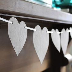 Easy DIY bunting decoration, would be cool with vintage christmas paper.