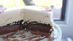 Homemade Ice Cream Cake This Homemade Ice Cream Cake recipe is better than store bought guaranteed Filled with chocolatey Oreos and hot fudge sauce this is the ultimate dessert for summer potlucks or bbq parties # Homemade Vanilla Cake, Vanilla Cake Mixes, Homemade Cake Recipes, Homemade Ice Cream, Homemade Icecream Cakes, Summer Cake Recipes, Make Ice Cream Cake, Ice Cream Desserts, Frozen Desserts