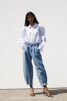 ZARA - Female - Slouchy jeans with darts - Light blue - 31 (us Pantalon Slouchy, Slouchy Pants, Jean Outfits, Casual Outfits, Fashion Outfits, Womens Fashion, Pinterest Jeans, Jeans Trend, Parisian Style