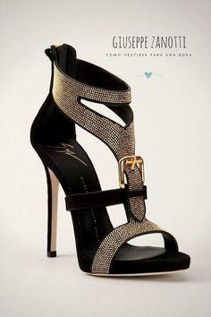 ¿Con que complementarás estas sandalias con tachas de Giuseppe Zanotti?