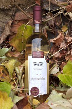 Bílé víno - Ryzlink rýnský Pozdní sběr - Vinum Moravicum a.s. Whiskey Bottle, Drinks, Drinking, Beverages, Drink, Beverage
