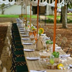 Vergenoegd Low Wine Estate is located in Stellenbosch. The ideal establishment to enjoy wine tasting, a picnic or delicious restaurant meal. Delicious Restaurant, Picnic Baskets, Order Book, Wine Tasting, Cape, Menu, Lunch, Snacks, Table Decorations