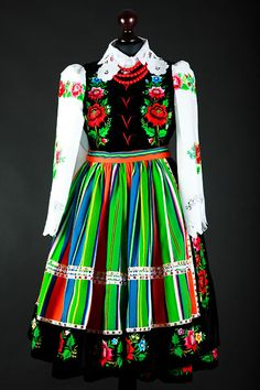 Zapaska - fartuch strój łowicki ludowy Polish Folk costume from Lowicz region.
