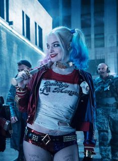 Duvar kağıdı Looks like there are going to be a lot of Harley Quinns and Jokers this year. Deutsch Beauties in Memories Special für diejenigen, die si. Arlequina Margot Robbie, Margot Robbie Harley Quinn, Joker Y Harley Quinn, Harley Quinn Cosplay, Costume Halloween, Halloween Movies, Halloween Outfits, Halloween Makeup, Gotham