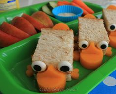 Phineas and Ferb: Perry The Platypus sandwiches Cute Food, Yummy Food, Phineas E Ferb, Perry The Platypus, Lunch Snacks, Cold Lunches, Kid Snacks, Bento Box, Lunch Box