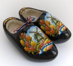 zwarte klompen met tulpen en molen - sabots Hollandais