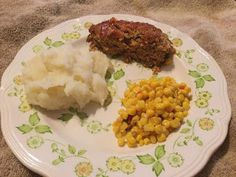 Homemade Meatloaf -- A very moist meatloaf recipe that makes enough for you to eat one for dinner and freeze one for another night! Moist Meatloaf Recipes, Homemade Meatloaf, Best Meatloaf, Perfect Mashed Potatoes, Honey Bbq, Extreme Cheapskates, Side Dishes, Cooking Recipes, Stuffed Peppers