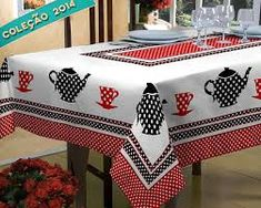 This idea could be used with all sorts of different themes for the applique Fabric Crafts, Sewing Crafts, Sewing Projects, Teapots And Cups, Free Machine Embroidery Designs, Patch Quilt, Small Quilts, Mug Rugs, Table Toppers