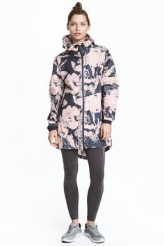 Outdoor parka: Parka in patterned windproof and water-repellent functional fabric with taped seams. Drawstring hood, zip at the front, zipped front pockets, elasticated cuffs and a drawstring hem. Yoke with a pleat at the back and a single back vent. Unlined.