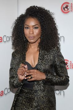 Angela Bassett Photos Photos: CinemaCon 2018 - Paramount Pictures Presentation Highlighting Its 2018 Summer And Beyond Courtney B Vance, Dope Swag Outfits, New Jack Swing, Angela Bassett, Taraji P, Black Goddess, Hailee Steinfeld, Paramount Pictures, Aging Gracefully
