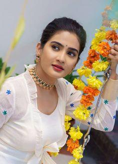Beautiful Girl In India, Beautiful Girl Photo, Beautiful Eyes, Beautiful Women, Beautiful Models, Cute Beauty, Beauty Full Girl, Beauty Women, Beauty Girls