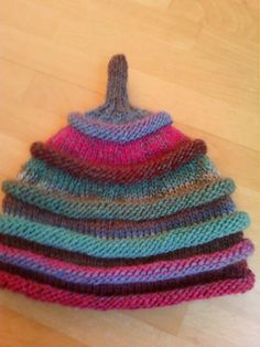 The fun hat miclasouris Cra Tricot Knitted Hats Kids, Knitting For Kids, Easy Knitting, Knitting Patterns Free, Free Pattern, Easy Patterns, Kids Hats, Crochet Baby, Pom Poms