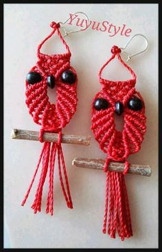 Yuyu Style _ Macramé y más Macrame Owl, Macrame Knots, Macrame Projects, Art Projects, Paracord, Plant Hanger, Owls, Crochet Earrings, Diy
