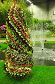 garden art    http://ilovegardens.tumblr.com/post/49972018069