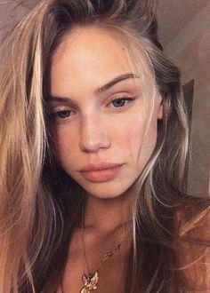 Scarlett Leithold in a selfie in August 2017...