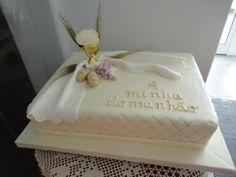 Comunhão em almofadado Bible Cake, Communion Decorations, Religious Cakes, Confirmation Cakes, First Communion Cakes, Cake Designs, Holi, Fondant, Wedding Cakes