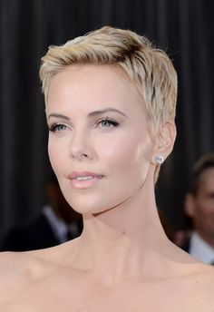 Charlize Theron's pixie cut from the Oscars is an example of perfection