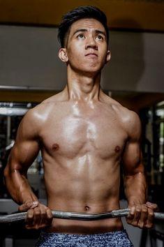Muscle guy loses bum virginity