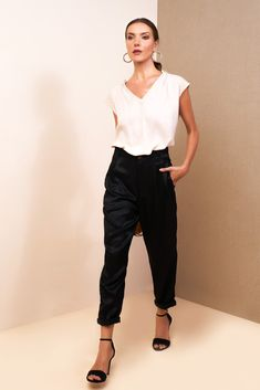 Clothes aren't going to change the world. The women who wear them will. Dress like a girl boss in our brand new collection launching soon. Item: Lauren Pant #boholuxe #bohochic #styleinfluencer #tonaldressing #resortfashion #whatshewore #fashiontrends #daytonightlook #luxuryresortwear #blackoutfits #blackoutfit #clothesshopping #silk #autumnfashioninspo #blackfridayweek #bohoinspired #luxuryfashion #blackdresses #bohocollection #boholook #sustainablefashion #tonaloutfit #silkfashion Basic Tees, Boho Look, Cropped Pants, Loose Pants, Floral Maxi Dress, Fashion Stylist, How To Wear, Clothes, Outfits