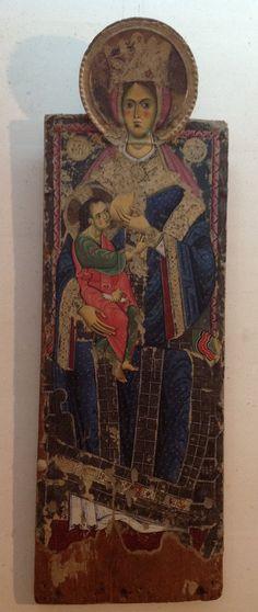 Madonna del latte risalente alla seconda metà del XIII secolo, opera abruzzese d'influenza bizantina. Proviene da Montereale (AQ), chiesa di Santa Maria in Pantanis