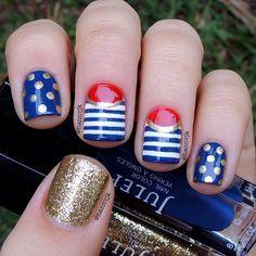 Um more like Wonder Woman nails. Wonder Woman Nails, Usa Nails, Patriotic Nails, Nautical Nails, Nautical Theme, 4th Of July Nails, July 4th, Holiday Nail Art, Gold Nails
