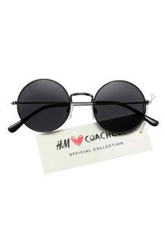 Óculos de sol redondos: H&M LOVES COACHELLA. Óculos de sol redondos em metal com lentes coloridas. Proteção UV.