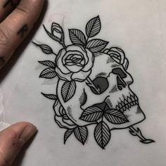 tattoo - tattoo style - Tattoos For Women Small Unique Stencils Tatuagem, Tattoo Stencils, Skull Tattoo Flowers, Flower Tattoos, Small Skull Tattoo, Pretty Skull Tattoos, Flower Skull, Tattoo Son, Back Tattoo