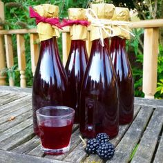 Blackberry Liqueur Recipes, Gin Recipes, Snack Recipes, Cocktail Drinks, Alcoholic Drinks, Cocktails, Vintage Family, How To Freeze Blackberries, Home Canning