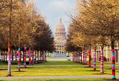 Yarn bombing is a type of graffiti or street art that employs colorful displays of knitted or crocheted cloth rather than paint or chalk. Yarn Bombing, Land Art, Pop Art, Guerilla Knitting, Blanton Museum, Tricot D'art, Urbane Kunst, Public Art, Textile Art