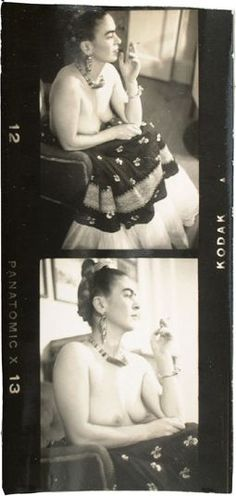 Julien Levy :: Frida Kahlo (Strip of Two Contact Prints), Mexico, ca. 1938 / src: Philadelphia Museum of Art more [+] by Julien Levy / more [+] Frida Kahlo's Diego Rivera, Frida E Diego, Frida Art, Natalie Clifford Barney, Famous Mexican, Philadelphia Museum Of Art, Mexican Artists, Louise Bourgeois, Portraits