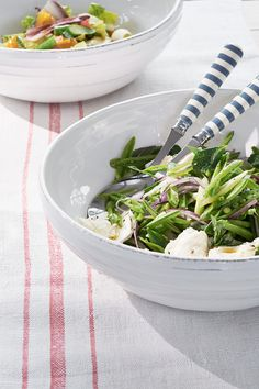 Full of rustic charm, soft ridging and lightly dimpled dots give Bowsley's distinctive, shell white salad serving bowl a pleasing texture. Neptune Kitchen, Plates And Bowls, Salad Bowls, Beautiful Kitchens, Green Beans, Serving Bowls, Cutlery, Cooking, Serveware