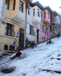 Balat - İstanbul Adventure Holiday, Adventure Travel, Wonderful Places, Beautiful Places, Urban Concept, Turkey Photos, Istanbul Travel, Classic Building, Beautiful Streets