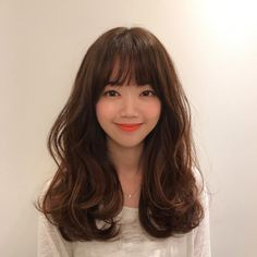 Simple Tricks Can Change Your Life: Wedding Hairstyles Capelli Lunghi split fringe hairstyles.Simple Boho Hairstyles asymmetrical hairstyles back view. Wedge Hairstyles, Fringe Hairstyles, Hairstyles With Bangs, Messy Hairstyles, Korean Hairstyles Women, Updos Hairstyle, Medium Hair Styles, Curly Hair Styles, Wedding Hairstyles For Long Hair