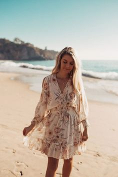 our guide to the best Southern California beaches in Orange County 🌊✨ Explore turquoise tide pools in Laguna Beach California, catch a picture-perfect California sunset in Newport California, or live out your surfer dreams in Huntington Beach California. I'm sharing all the best beaches in California and some hidden gems that are some of Orange County's best kept secrets ✨ #visitcalifornia #orangecounty #bestbeaches Huntington Beach California, Southern California Beaches, California Sunset, Visit California, Orange County Beaches, Orange County California, Thousand Steps Beach, San Clemente Pier, Victoria Beach