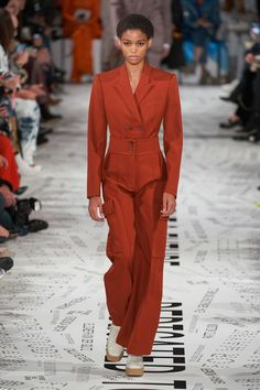 Stella McCartney Fall 2019 Ready-to-Wear Fashion Show - Vogue Winter Trends, Fall Fashion Trends, Fashion Week, Fashion 2020, Paris Fashion, Runway Fashion, Autumn Fashion, Mens Fashion, Stella Mccartney